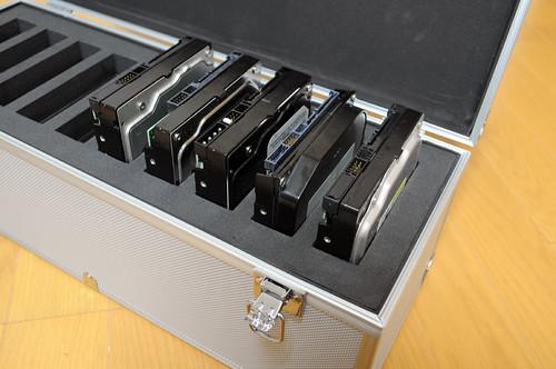 10本保管可能 持ち運び可能 ジュラルミン風 3.5インチ ハードディスクケース 上海問屋 DN-SHD-35HDD