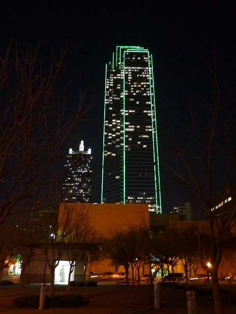 PIC: Bank of America Plaza -72 story skyscraper