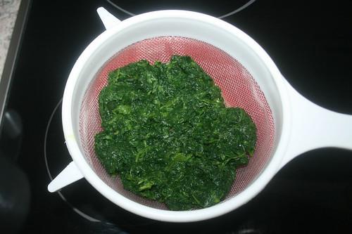 21 - Spinat abtropfen lassen / Drain spinach