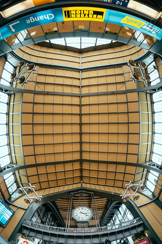 Wandelhalle Hamburg Hauptbahnhof with 8mm Fisheye - Fuji X-Pro 1