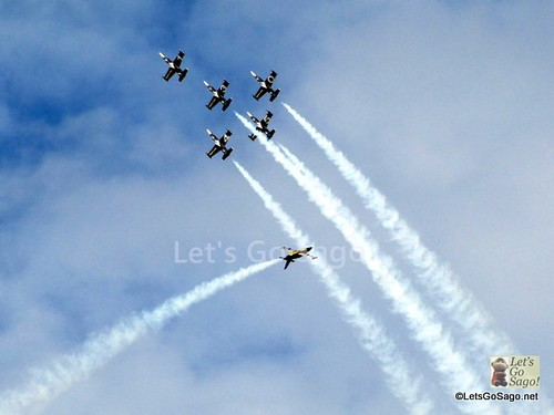 Acrobatic Stunts by Breitling Jet Team