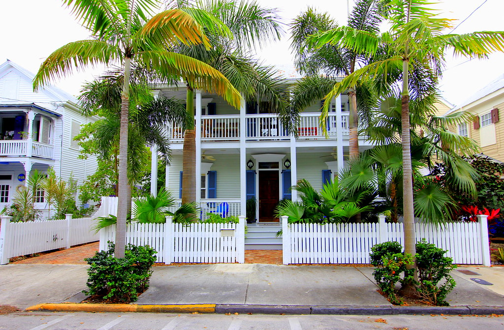 Key west properties 916 fleming street old town key west for Bath house key west