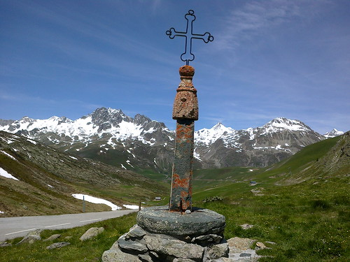The iron cross atop Col de la Croix de Fer. Photo: Steven Herrick