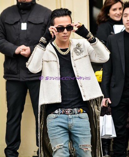 G-Dragon - Chanel Fashion Show - 27jan2015 - StarshootinP - 12