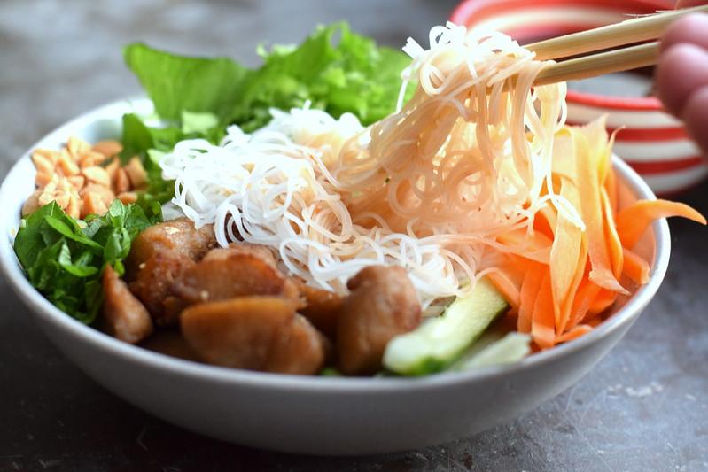 vegansk vietnamesisk nudelskål