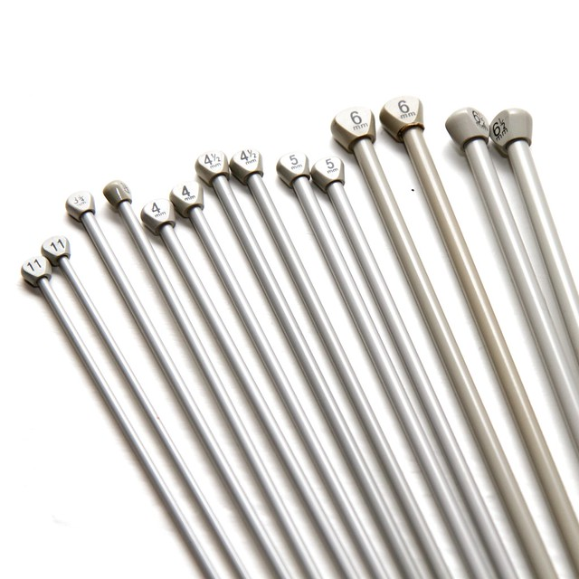 Pair of 4.5mm 30cm vintage metal knitting needles – Aero brand