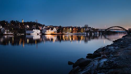 bridge norway sunrise reflections boats stavanger vinter lowlight harbour bluehour havn båt blåtimen rogaland sjø buøy kystlandskap