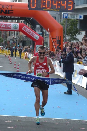 Jose Carlos Hernandez wins half marathon at Gran Canaria Marathon 2013