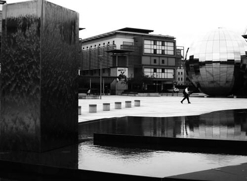 布里斯托同時也充滿文化藝術氣息,散佈著許多永久裝置的戶外公共藝術。
