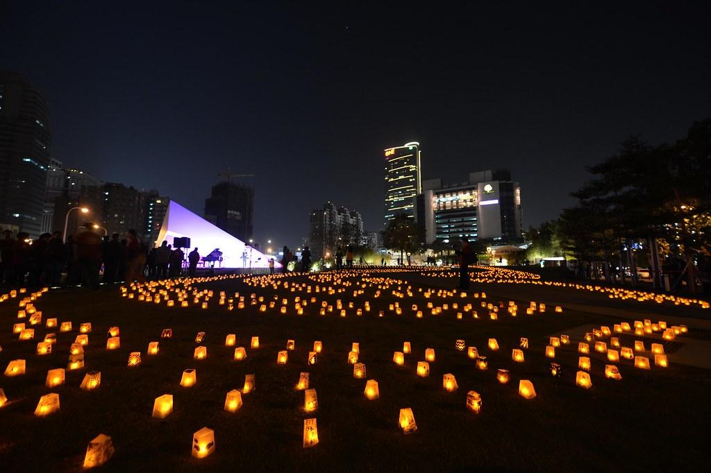 勤美術館於元宵節前夕在日晷牧場點起2013盞希望之光燈火,點亮大臺中的美麗夜景。