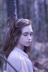 [フリー画像素材] 人物, 女性, 人物 - 森林, 人物 - 目を閉じる, アメリカ人 ID:201302280200