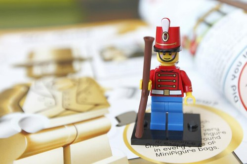 LEGO Minifigures: Character Encyclopedia Exclusive Minifigure
