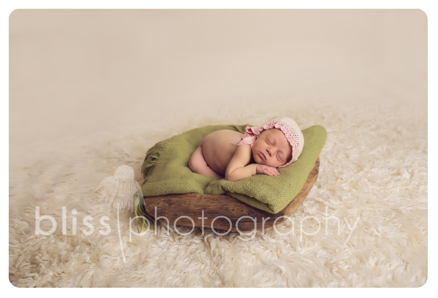 newborn bowl green blanket bliss photography-1863