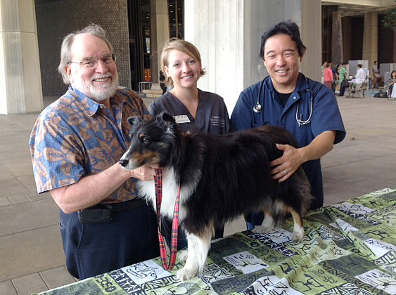 <p>Governor Neil Abercrombie, his dog Kanoa and representatives of the Windward Community College veterinary technician program.</p>