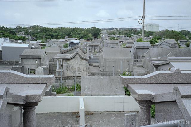 広大な墓地 / Spreading cemetery