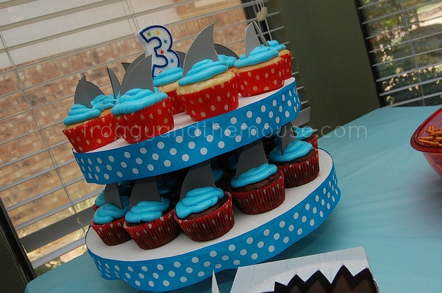 sharkbirthdayparty3