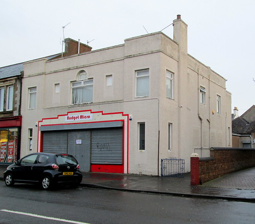 Budget Micro, Methil, Side