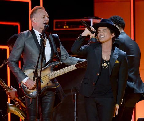 Sting y Bruno Mars. Premios Grammy, versión 55, febrero 10 de 2013, Staples Center, Los Angeles, California, Estados Unidos. Foto cortesía Canal TNT.