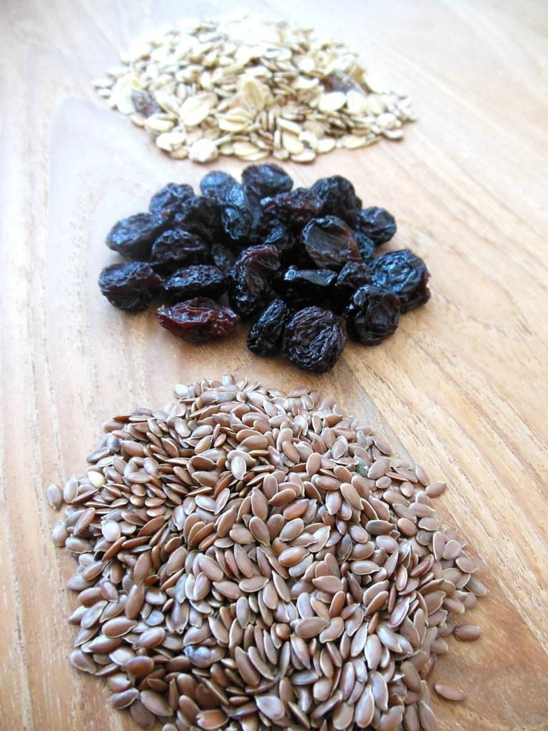 Muesli, raisins and flaxseed