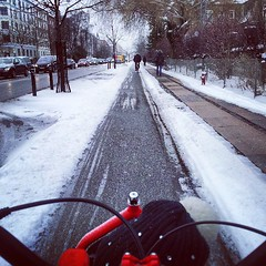 Off to kindergarten with The Lulu. #cyclechic #copenhagen #snow