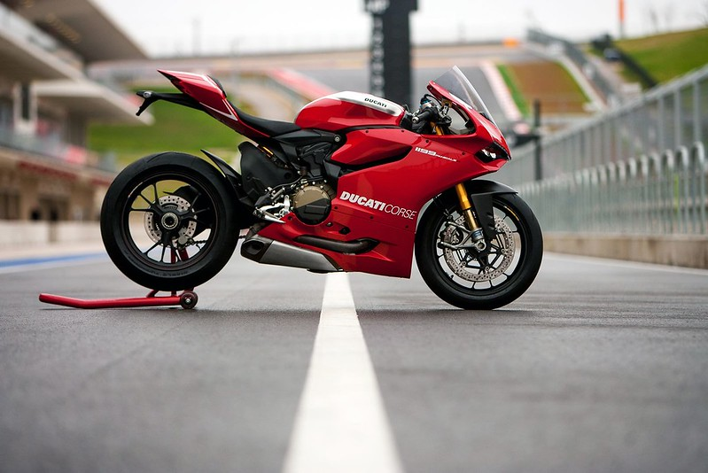 2013-ducati-1199-panigale-r-official-pictures-photo-gallery_7