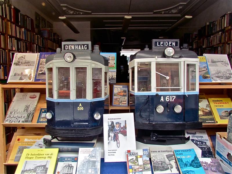 Blauwe trams van het type 'Boedapester'