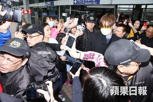 TOP arrival Hong Kong Press 2015-03-13 06