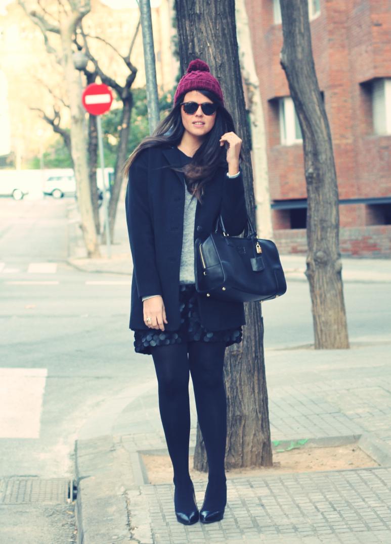 Look falda de cuero + bolso Loewe