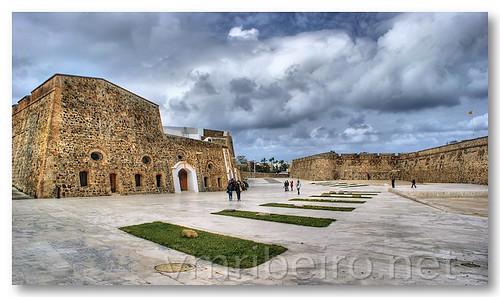 Praca de Armas das Muralhas Reais de Ceuta by VRfoto