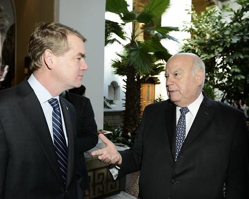 Secretario General de la OEA conversa con Senador Michael Bennet