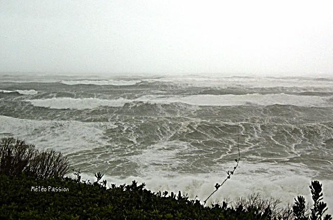 l'Océan au phare de Biarritz lors de la tempête Klaus le 24 janvier 2009 météopassion