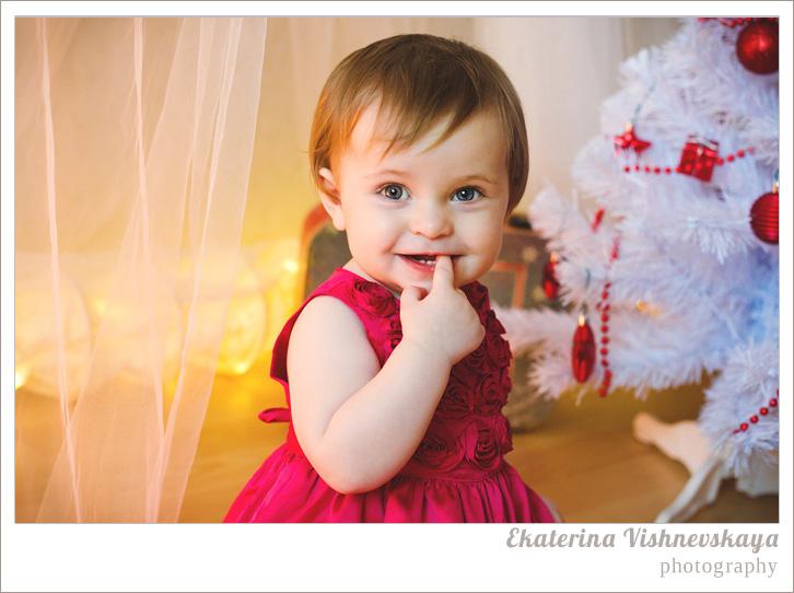 фотограф Екатерина Вишневская,  хороший детский фотограф, домашняя съемка, детская съемка, новогодняя съемка детей, малыш, ребенок, съемка детей, фотография ребёнка, девочка в платье, фотограф москва