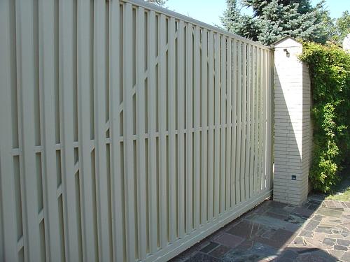 откатные ворота зашитые штакетом