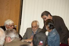 Pedro Corzo habla con victimas de las UMAP, entre ellos el organizador de la conferencia sobre el tema