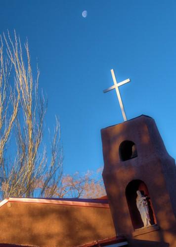 moon newmexico church sunrise shadows cross bluesky goldenhour omd laluz micro43