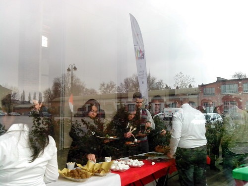 "Pausa pranzo durante ""Proposta 2013"" by Ylbert Durishti"