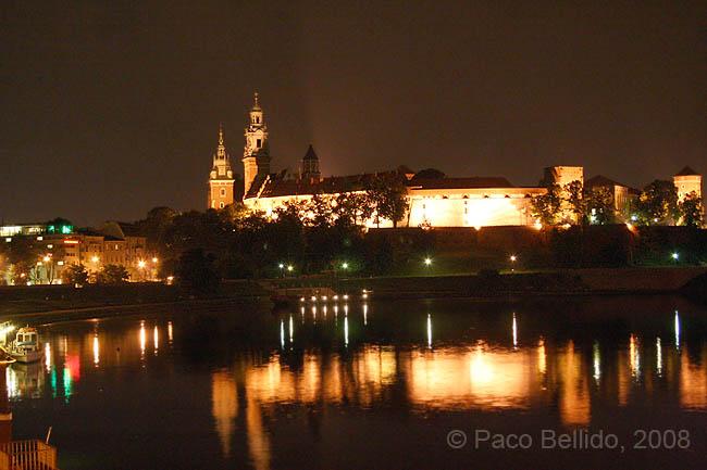 Una vista nocturna de Wawel. � Paco Bellido, 2008