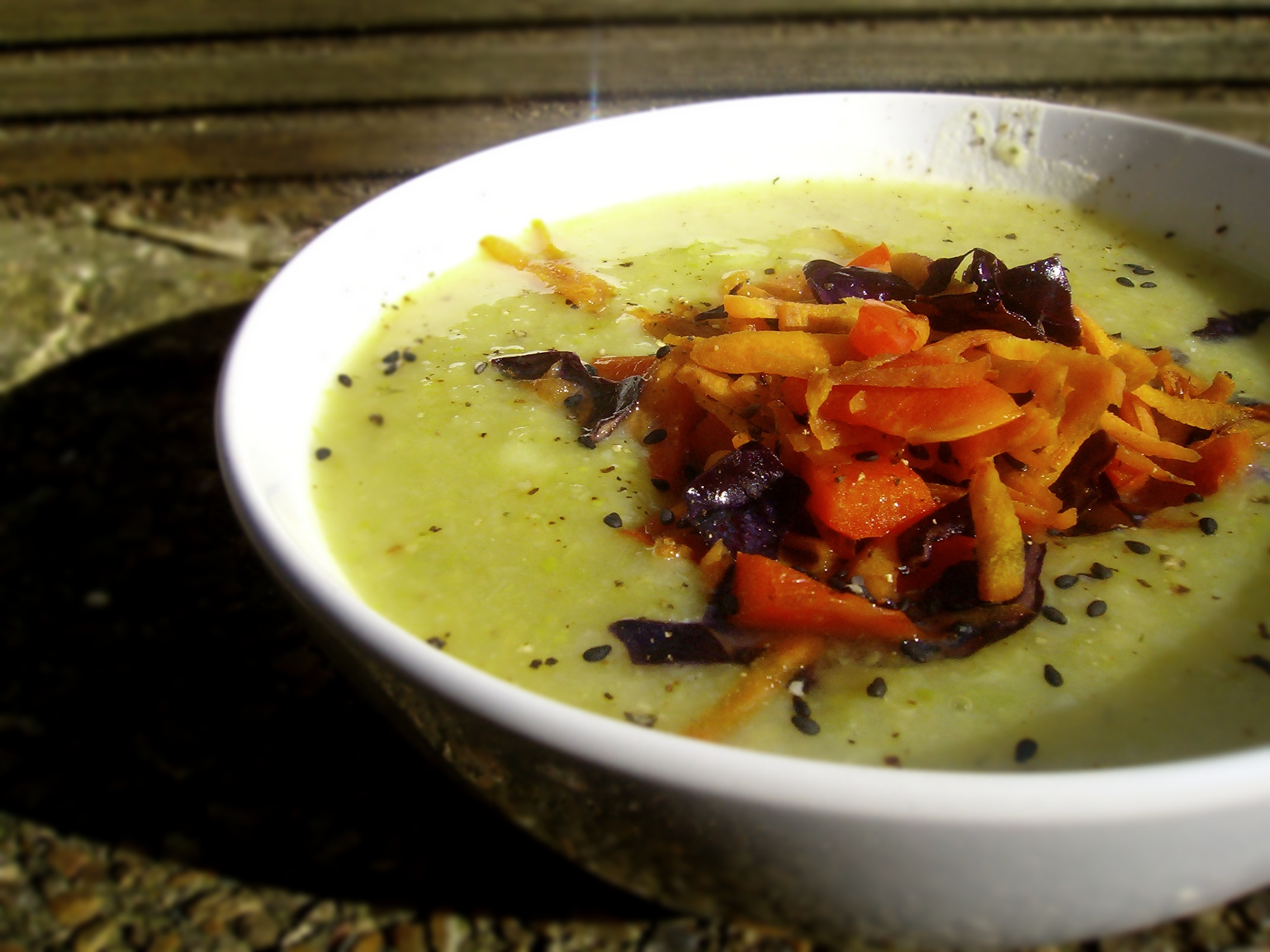 Vegan hearty broccoli soup