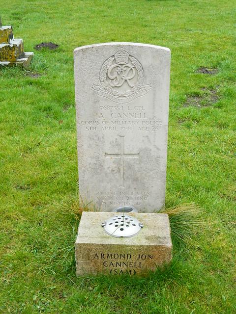 Fontmell Magna: CWGC gravestone (Dorset)