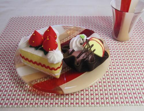 ケーキをのせてみると・・ by Poran111