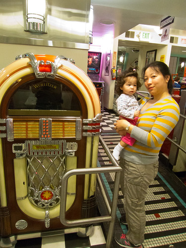 Scarlett and a Wurlitzer Jukebox