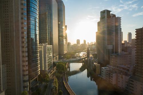 osaka sunrise canal urban flyover mitsuigardenhotel zeiss 21mm28 loxia