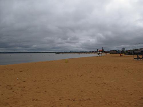 Encarnación: plage de sable ocre