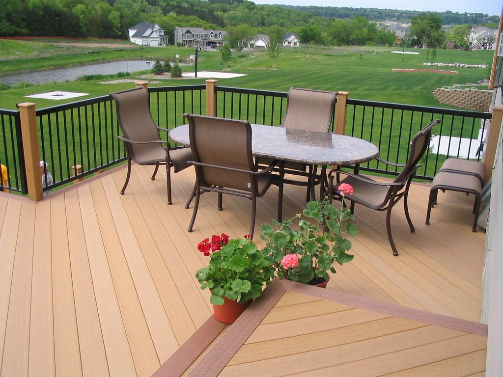 Sàn gỗ Composite ban công