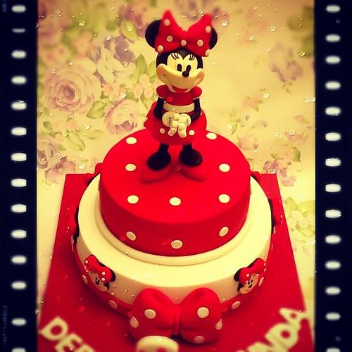Haftanın yine en buyuk boy Minnie Mouse'u...❤ Bu figür aynı zamanda 4 Subat'taki modelleme egitiminde calisacagimiz Minnie figuru... #burcinbirdane #minnie #minniemouse #minniemousecake #disney #red #polkadot #birthday