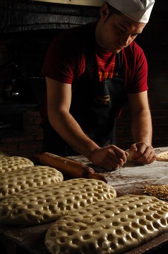 L'elaboració de les coques de Forn Franquesa es fa de manera artesana.