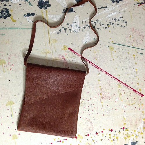 Hooray for bonus toddler nap time! I made myself a little leather bag to hold my phone for handy photo taking access : )