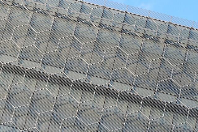Header of hexagonally