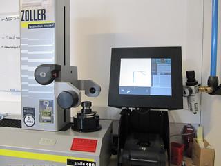 Mit dieser Maschine werden die Genauigkeiten der FRäser überprüft.