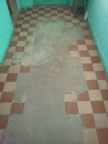 20130222_Плитка на этаже
